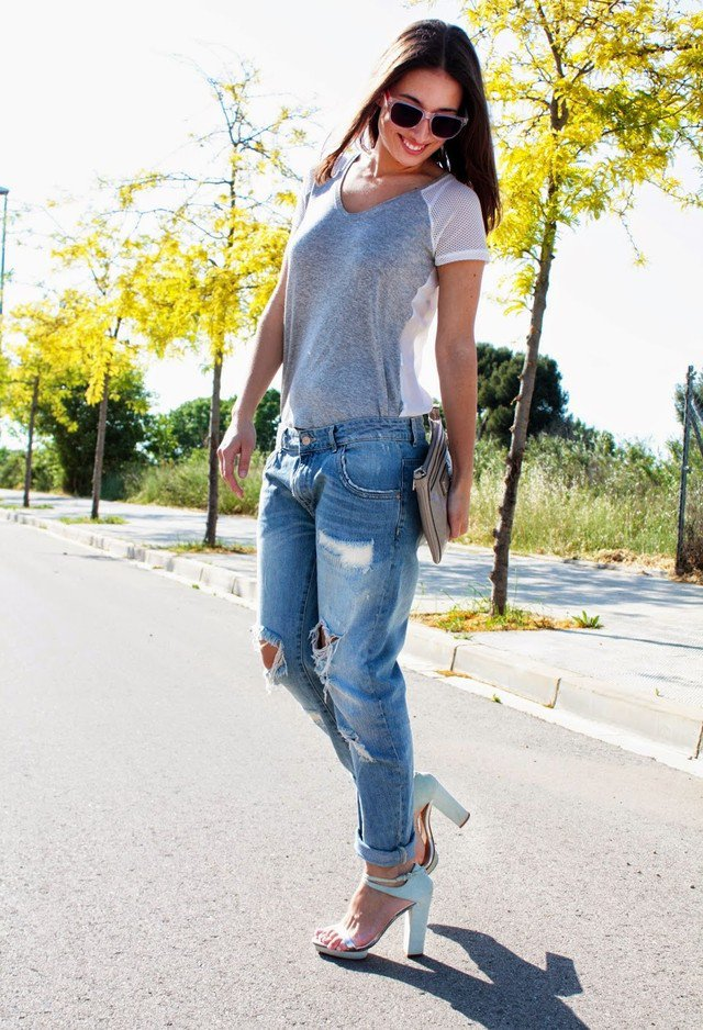 http://mckela.com/wp-content/uploads/2016/08/Casual-Outfit-With-T-shirt-and-Ripped-Jeans.jpg